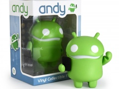 andy-withbox-800